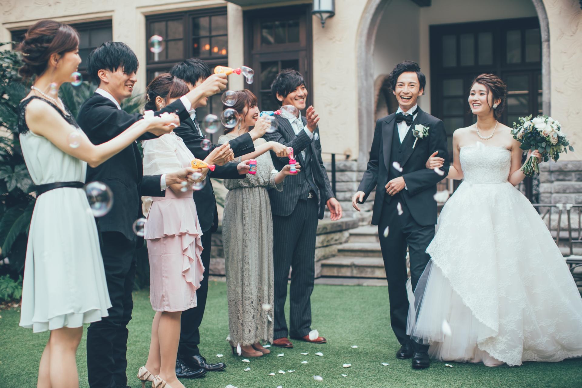 横断幕で結婚式を盛り上げよう!活用例と結婚式向けフレーズの紹介