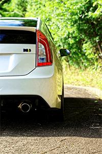 非鉄金属性の車にはマグネットシートは貼り付かない